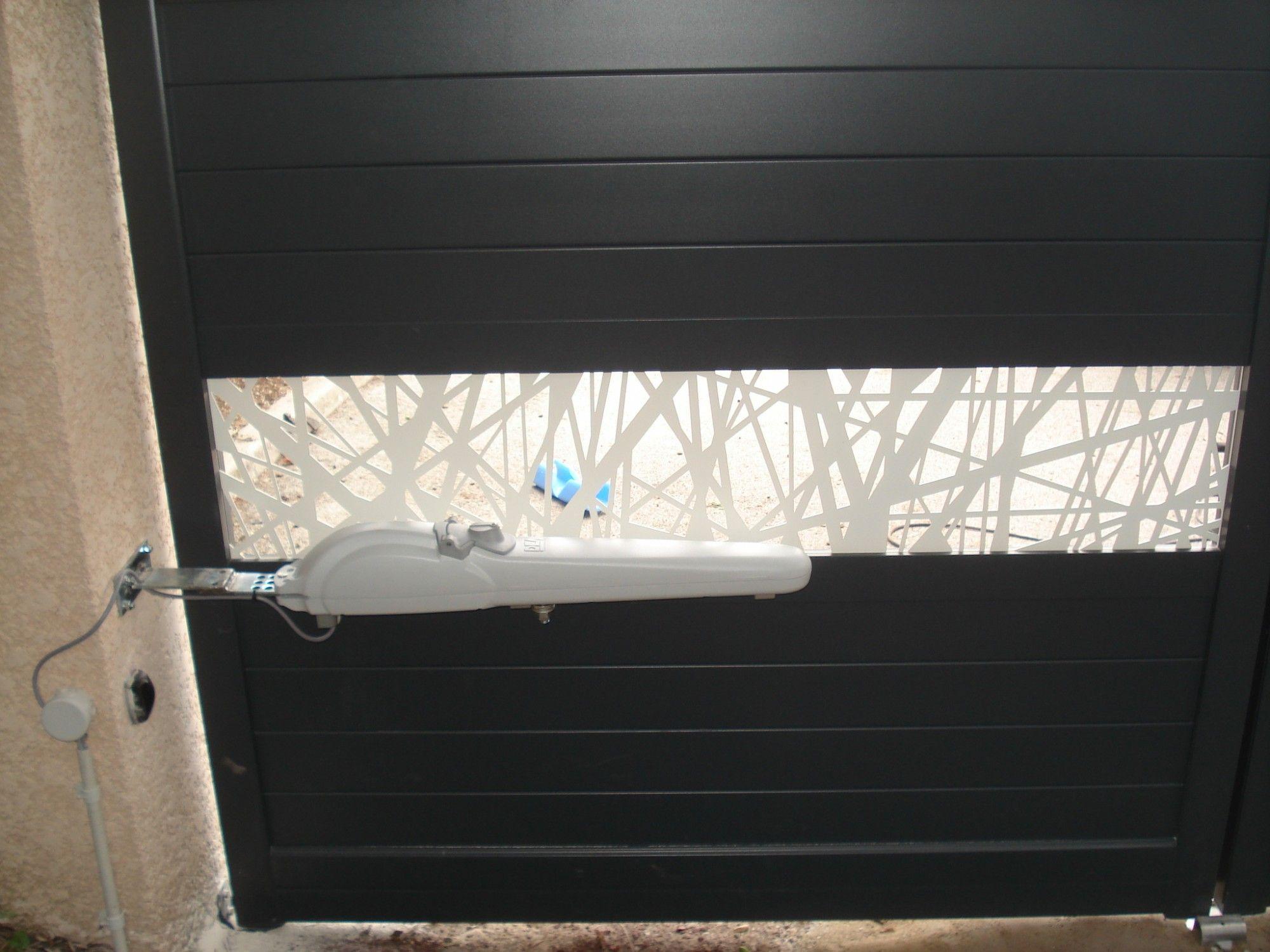 motorisation solaire pour portail a proximite aix en provence vente et pose de portails. Black Bedroom Furniture Sets. Home Design Ideas